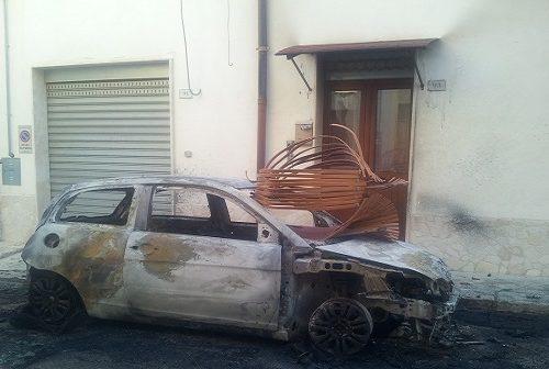 Latiano: Incediata l'auto di un giovane panettiere