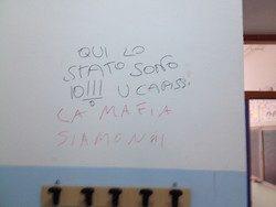 """Brindisi: """"La mafia siamo noi. Qui lo Stato sono io"""". Raid vandalico in una scuola elementare."""